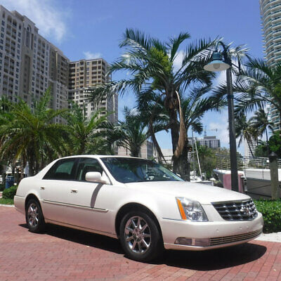 2010 Cadillac DTS 4dr Sedan w/1SC Florida Diamond White 2010 Cadillac DTS Carfax Certified Sunroof Like New Call