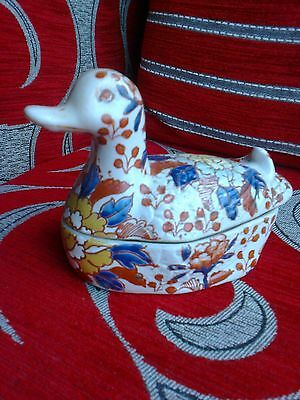 Oriental  duck Imari colouring or chinese famille rose porcelain ?