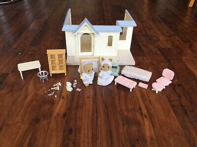 sylvanian families clinic and accessories