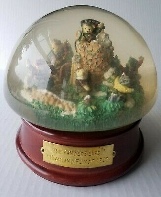 The Vanderbears - Highland Fling 1993 Snowdome SNOW GLOBE