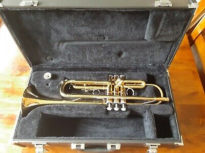 Yamaha YTR-2330 Bb Trumpet - Gold w/ Case and Mouthpiece Very Good condition
