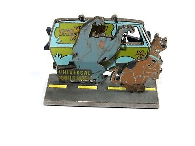 Universal Studios Pin Trading Scooby Doo Mystery Machine Ghost Cartoon Diorama
