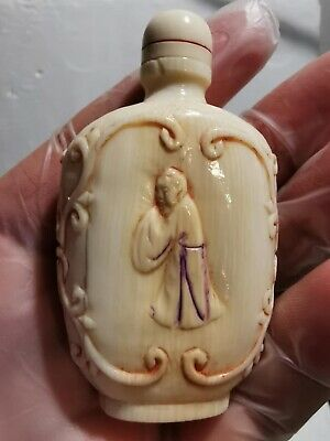 Beautiful Exceptional Carved Chinese Snuff Bottle