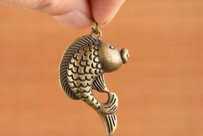 fortune Chinese old bronze hand caST lovely fish statue netsuke collect pendant