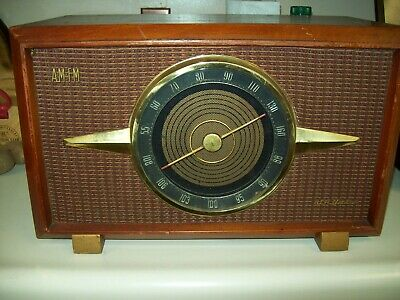 "1950""s Deluxe Antique RCA Victor AM-FM Wood Case Tube Radio Golden Throat"