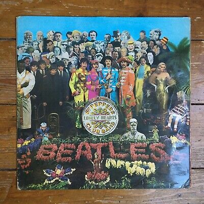 The BEATLES - SGT PEPPERS LONELY HEARTS 1967 later press VINYL LP PCS 7027