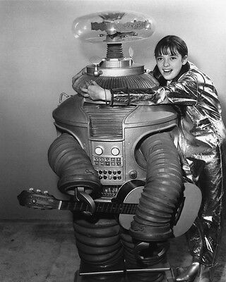 LOST IN SPACE 8X10 B&W PHOTO THE ROBOT