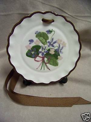 CLEMINSON'S CALIFORNIA POTTERY WALL PLAQUE W/VIOLETS