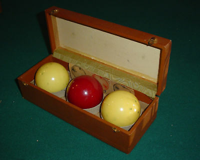 Vintage Billiard balls in box, 3 balls, 2 White and 1 Red  (12934)
