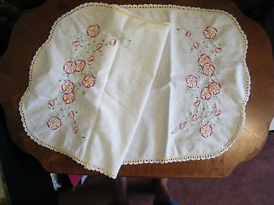Beautiful Collectible Embroidered Crocheted Table Runner 35 x 17 Inch NICE