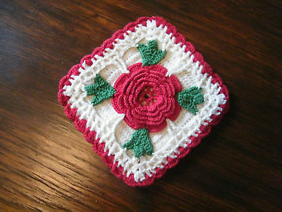 Collectible Crocheted Pot Holder Red White Green WOW