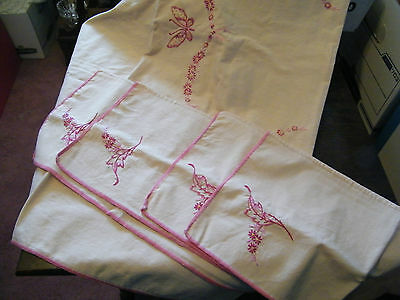 Beautiful Tablecloth & Set 4 Napkins Ecru with Rose Embroidery NICE