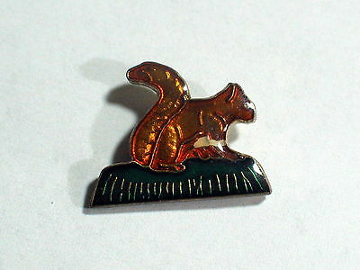 Squirrel Vintage Enamel Pin (a)