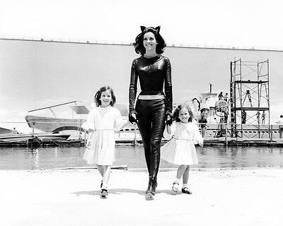 Lee Meriwether Batman 8X10 Photo Candid In Catwoman Costume With Children On Set