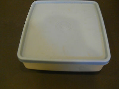 Vintage Tupperware Square-A-Way Sandwich Keeper Container # 670 powder blue seal