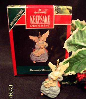 Hallmark Miniature Ornament 1991 Heavenly Minstrel Angel
