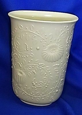Beautiful Vintage German White Matt Kaiser Flower Porcelain Table Vase #AW