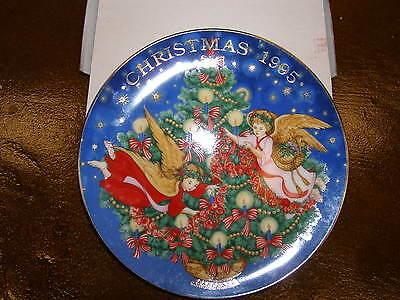 Avon 1995 Trimming the Tree Collectible Plate New