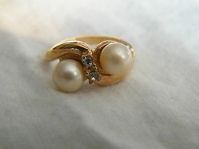 Collectible Gold Tone Cocktail Ring Rhinestones Faux Pearl Signed 18KTHGE Size 4