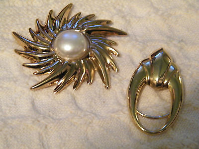 Collectible Gold Tone Set 2 Scarf Clips White Cabachon Signed Jeri Lou NICE