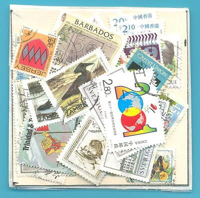 A SMALL COLLECTION OF WORLD STAMPS IN PACKET.(ref.206)USED