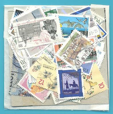 A SMALL COLLECTION OF WORLD STAMPS IN PACKET.(ref.252)USED