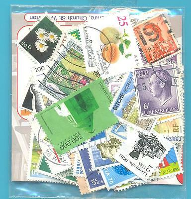 A SMALL COLLECTION OF WORLD STAMPS IN PACKET.(ref.258)USED
