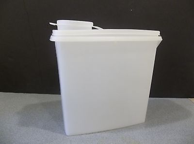 VINTAGE TUPPERWARE OPAQUE/CLEAR CEREAL KEEPER 16 C DRY STORAGE MODULAR MATE