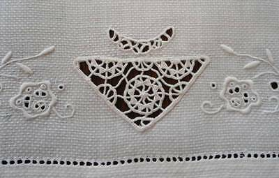 Antique Linen Hand Towel Embroidered Flowers & Needle Lace