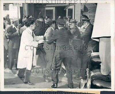 1946 Union Picket Line Turned Riot Chicago Police Press Photo