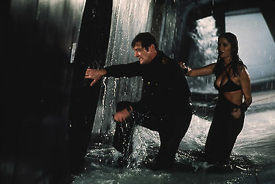 """Roger Moore Barbara Bach James Bond The Spy Who Loved Me 8x10"""" Photo #C171"""