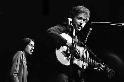 Bob Dylan with Joan Baez 4x6 Vintage 60's Photograph at folk concert #1B