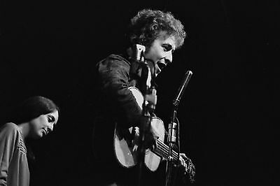 Bob Dylan with Joan Baez 4x6 Vintage 60's Photograph at folk concert #10B