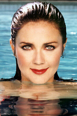 Lynda Carter Stunning Pose With Wet Hair In Swimming Pool 24X36 Poster