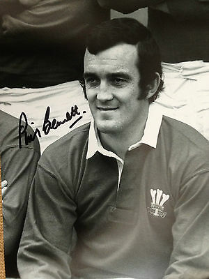 Phil Bennett - Welsh Rugby Union Legend - Excellent Signed B/w Photograph