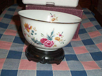 """Avon American Heirloom Porcelain Bowl with Display Stand 5 7/8"""" Wide Box"""