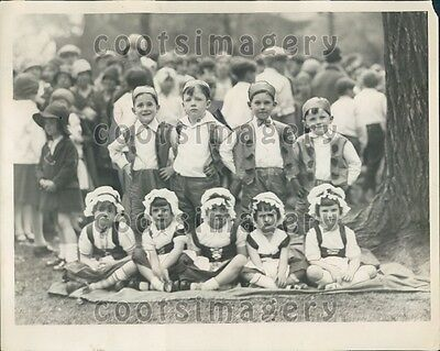 1929 Adorable Peasant Children in Pageant Press Photo