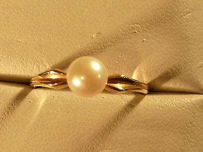 14k Yellow Gold Ring  PEARL Ring    ~Size 6.5