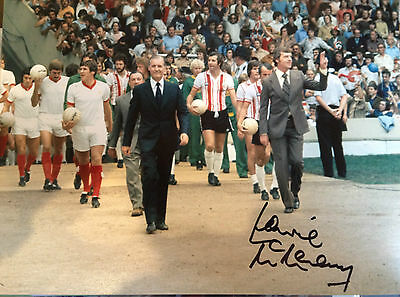 LAWRIE McMENEMY - SOUTHAMPTON MANAGER -  SIGNED COLOUR WEMBLEY PHOTOGRAPH