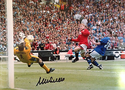 Neville Southall - Former Everton Player - Brilliant Signed Colour Photograph