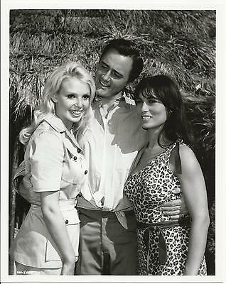 Man from U.N.C.L.E. Robert Vaughn as Napoleon Solo with Girls 8 x 10 Photo