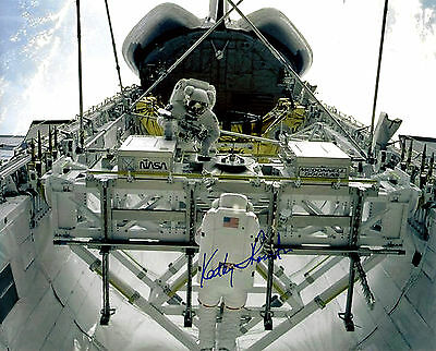 Kathy Thornton signed 8x10 photo / autograph Nasa Astronaut STS-33 STS-49 STS-61