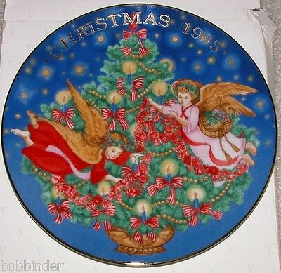 Avon 1995 Trimming The Tree 8 Inch Diameter Christmas  Plate