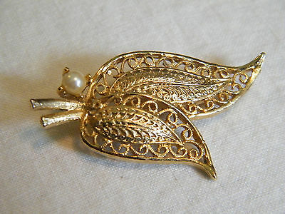 Beautiful Brooch Pin Gold Tone Filigree Leaves Faux Pearl Textured NICE