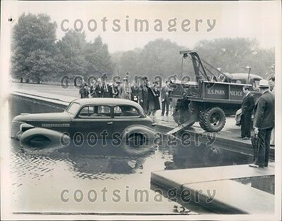 1940 US Park Truck Pulls Vintage Auto From Lincoln Memorial Pool DC Press Photo