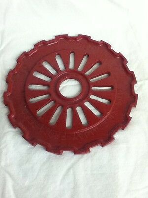 Vintage 1978 Cast Iron Seeder Plate Painted Red 7.75 X 7.75 X 0.25 Decor-Display