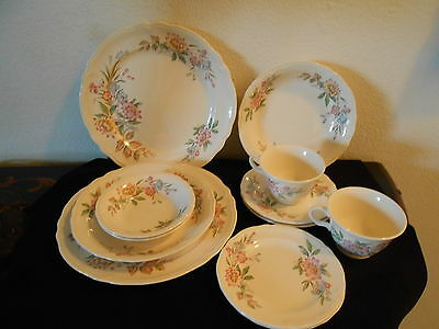LOVELY KNOWLES IVORY WILDFLOWER 12 PC 2 PERSON 6 PIECE SERVING NICE!