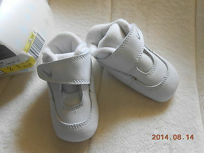 NEW! ADORABLE NIKE SWOOSH 11 WHITE/GREY BABY CRIB SHOES SIZE 2C
