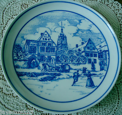 HUTSCHENREUTHER LIMITED EDITION BLUE & WHITE COLLECTOR PLATE XMAS SCENE PERFECT