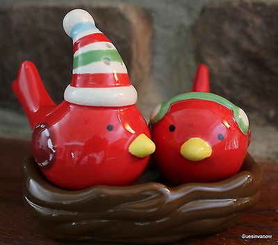 Salt and Pepper Shakers Cardinals in nest 3pc Christmas Holiday Boston Warehouse